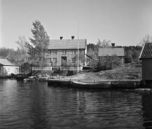 7747.1957